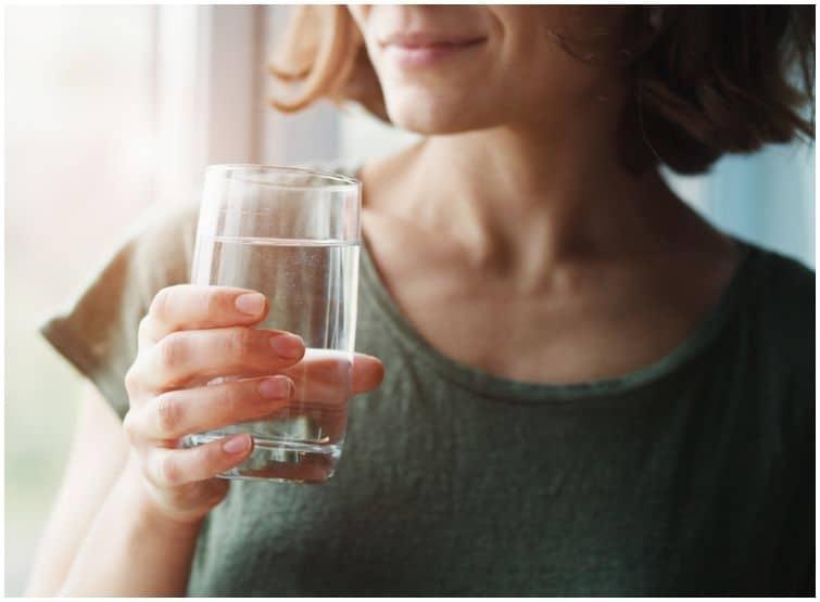 drink water woman