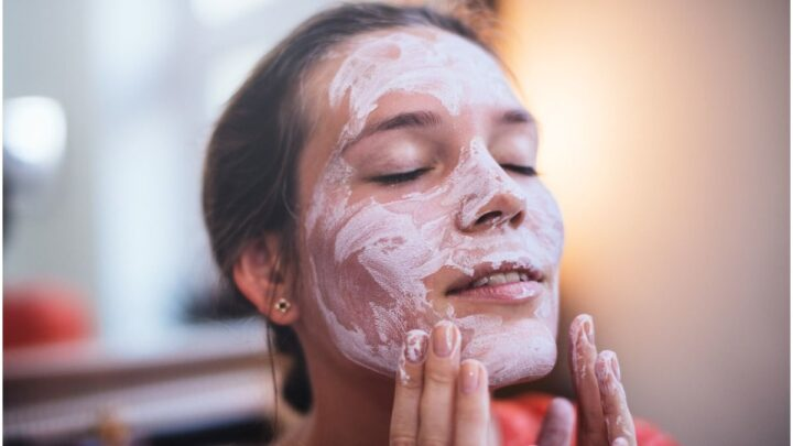 Lubriderm vs Aveeno – Which is Better?